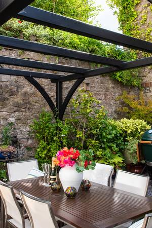 Bespoke Pergola in a garden with dining area