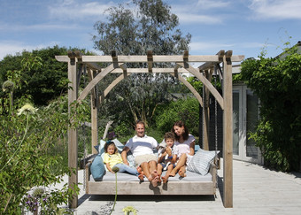 The Swinging Day Bed en Famille!